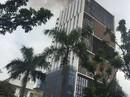 Cháy lớn nhà cao tầng đang hoàn thiện, công nhân bỏ chạy tán loạn
