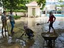 Nha Trang: Thầy cô đón 20-11 trong bùn, người chết vẫn tăng