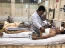 Đau khổ người đàn ông bán hủ tiếu bị gãy 4 xương sườn do sập giàn giáo