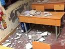 3 học sinh lớp 1 nhập viện vì mảng vữa trần nhà lớn rơi trúng