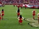 Hoạt náo viên NFL quỳ gối, thách thức Tổng thống Trump?