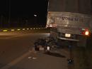 Xe máy tông vào đuôi xe tải, 2 công nhân chết thảm