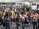 """Đoàn di dân tiến đến """"tuyến đường tử thần"""" ở Mexico"""