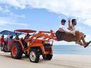 Máy cày, xe bọ hung độc đáo chuyên chở du khách ở Mũi Dinh