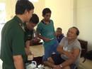 Phát hiện 10 người nước ngoài trên phao cứu sinh trôi nổi ngoài biển