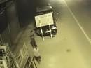 Hai thiếu niên trộm xe tải chạy hàng chục cây số rồi… đâm vào cột đèn