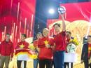 Người hâm mộ phấn khích giao lưu cùng thầy trò HLV Park Hang-seo trong đêm Noel