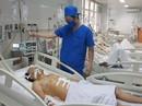 Sau hỗn chiến, chặn xe cứu thương không cho đưa nạn nhân vào viện cấp cứu