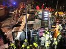 Xe buýt 2 tầng bị lật, 19 người thiệt mạng