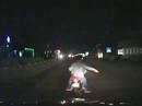 Nhóm thanh niên truy đuổi, hung bạo đập phá ô tô trên QL1