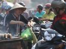 Dân TP HCM hào hứng mua cá lóc nướng vía thần tài