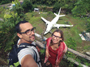 """Chiếc máy bay bí ẩn """"hiện hình"""" trên đảo Bali"""