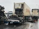 """Xe container """"bay đầu"""" sau cú đấu đầu kinh hoàng với xe tải"""