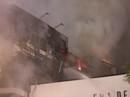 Nhà 5 tầng bất ngờ cháy lớn trong đêm