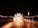 Ngôi chùa lớn nhất Việt Nam đẹp lung linh huyền ảo về đêm