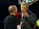 """HLV Wenger: """"Trọng tài đã làm hư trận đấu"""""""
