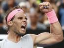 Nadal vào tứ kết, Djokovic và Federer vẫn bám đuổi