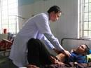 Ăn thịt gà chết vì thuốc chuột, 25 người nhập viện cấp cứu