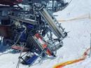 """Cáp treo trượt tuyết """"nổi điên"""", hất văng hàng chục người"""
