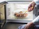 Những thực phẩm tuyệt đối không hâm nóng bằng lò vi sóng