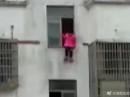 Trung Quốc: Bé gái nhảy từ lầu 15 vì chưa làm xong bài tập
