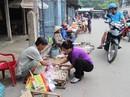 Đi chợ cùng công nhân