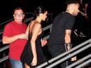 """Neymar chống nạng """"đi đêm"""" với bạn gái"""