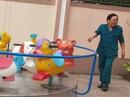 Vụ nữ giáo sinh bị đánh nguy cơ sẩy thai: Vết bầm ở chân do trẻ tự va vào đu quay