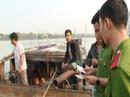 Bắt 5 đò hút cát lậu trên sông Hương