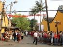 """Hơn 12.000 người xếp hàng """"rồng rắn"""" đi lễ chùa Ông ở Hội An"""