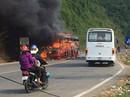 Xe khách bốc cháy ngùn ngụt trên đèo Hòn Dao
