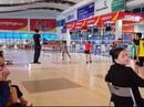 Phạt sân bay đóng cửa nhà ga, ngưng tiếp khách để nhân viên thi đấu cầu lông
