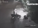 CLIP: Xem tên trộm thập thò lấy xe máy lúc rạng sáng
