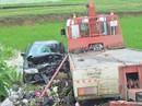 Xe 7 chỗ dập nát khi đấu đầu xe cứu hộ, 7 người thương vong