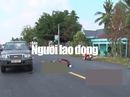 Tông đuôi ô tô, 2 thanh niên bất tỉnh trên quốc lộ