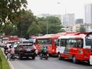 TP HCM: Dòng người nghỉ lễ ùn ùn đổ dồn về bến xe, sân bay