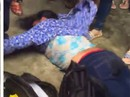 Nghi là kẻ bắt cóc trẻ em, người phụ nữ tâm thần bị dân vây đánh