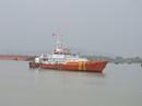 Tàu chìm, 8 ngư dân rơi xuống biển