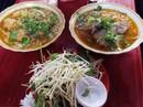 Người Sài Gòn kiên trì đợi món bún giò gốc Huế nấu bếp củi