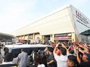 Malaysia: Dân kéo ra sân bay chặn xe tìm cựu Thủ tướng Najib