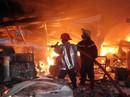 Hàng trăm người tham gia dập đám cháy kinh hoàng trong khu công nghiệp