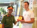 Bộ Công an trao Bằng khen cho 2 du khách cứu các em nhỏ kẹt trong đám cháy
