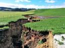 """New Zealand: Choáng với hố tử thần """"sâu bằng tòa nhà 6 tầng"""""""