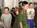 2 tử tù bỏ trốn khỏi phòng biệt giam bị còng tay, chân tới tòa