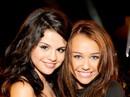 """Nhiều sao bảo vệ Selena Gomez trước lời chê """"xấu xí"""""""