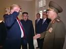 Hình ảnh ông Trump chào tướng Triều Tiên theo kiểu nhà binh gây ngỡ ngàng