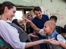 Angelina Jolie giữa ồn ào tranh chấp nuôi con với Brad Pitt