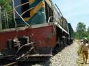 Lại xảy ra tai nạn đường sắt nghiêm trọng, tàu hỏa tông xe ben chở đá