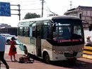 Đâm chém loạn xạ từ xe buýt xuống đường phố