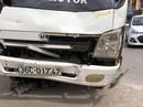Lao xe máy từ ngõ ra, thiếu niên 14 tuổi bị xe tải tông tử vong